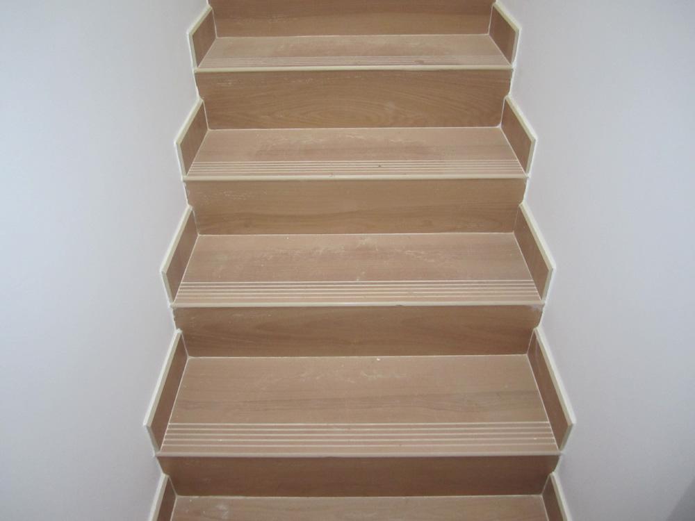 Solados y alicatados eduardo cuevas montaje de escaleras - Fotos de escaleras ...